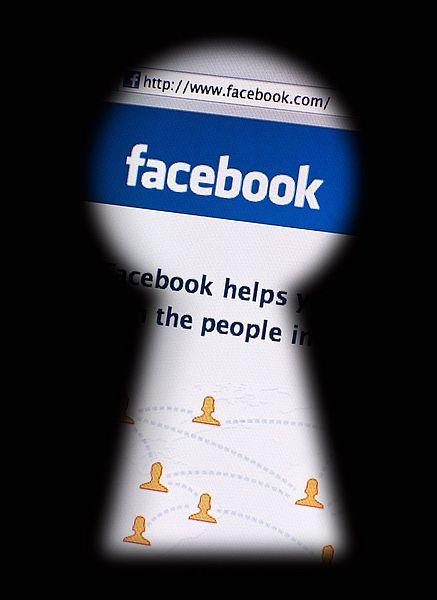 Stop al furto d'identità e ai profili falsi su Facebook